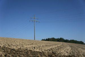 Einsamer Strommast in Niederbayern